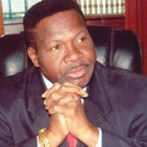 Ozekhome Mobbed at Fawehinmi lecture for 'Defending Corrupt Politicians
